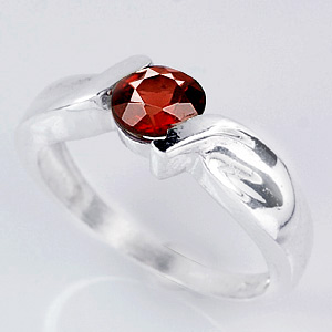 3.70 Grams. Natural Red Garnet Sterling Silver Ring