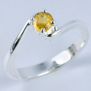 ATTRACTIVE YELOW CEYLON SAPPHIRE SILVER RING Sz 8