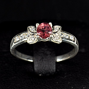 1.83 g. Beautiful Red Pink RHODOLITE GARNET Silver Ring