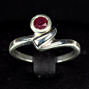 3.50 G. Natural Red Ruby Sterling Silver Ring Sz 7.5