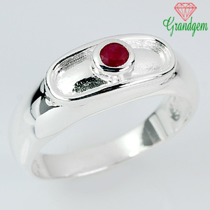 4.70 G. Captivating Red Ruby Sterling Silver Ring Sz 9