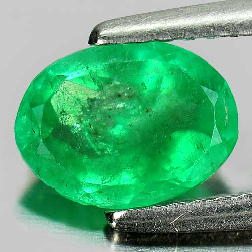 0.87 Ct. Oval Shape Natural Gemstone Green Emerald Columbia