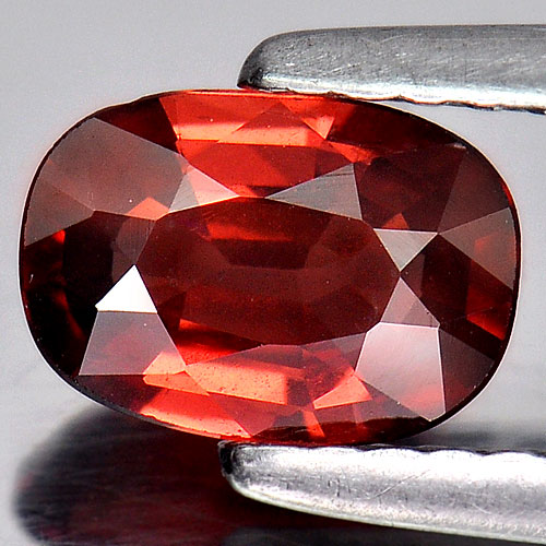 0.88 Ct. Oval Shape Natural Purplish Red Rhodolite Garnet Gem