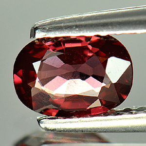 0.91 Ct. Oval Natural Purplish Pink Rhodolite Garnet Gem