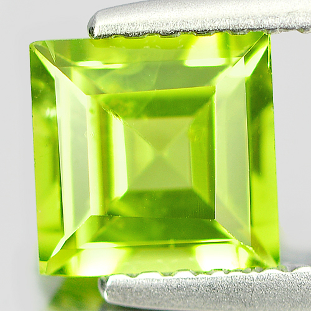 0.98 Ct. Nice Natural Gemstone Green Peridot Square Shape